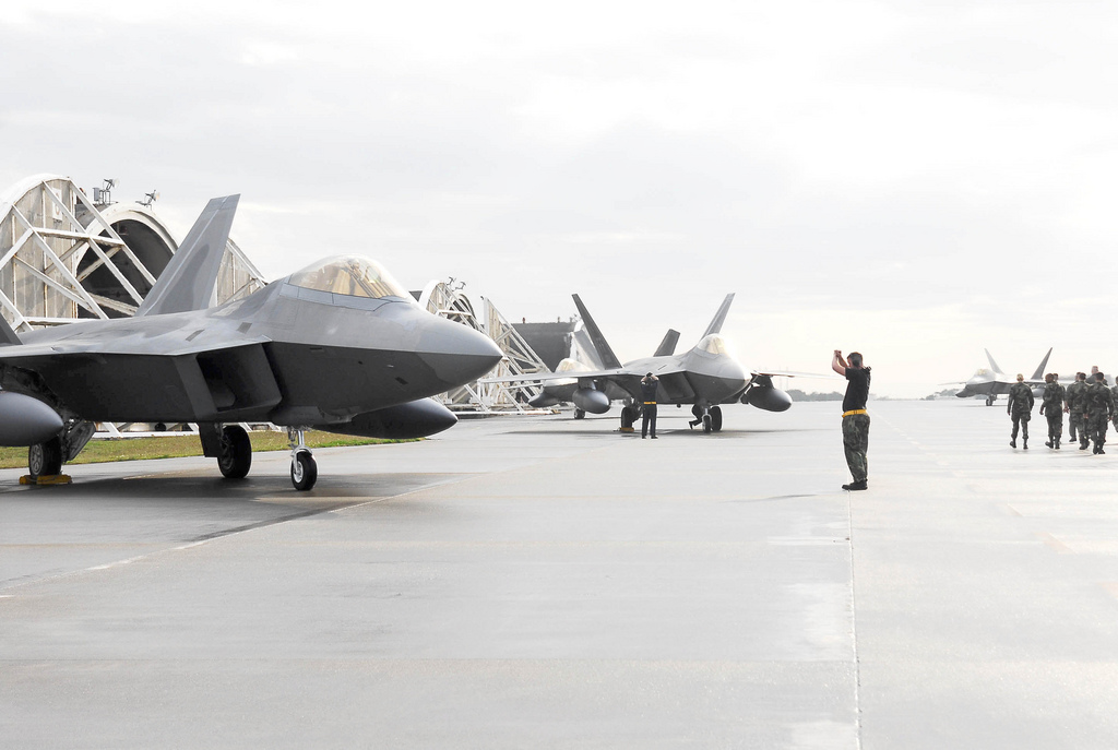 Aeroplans - 3 F-22 Raptors from Langley Air Force Base, Va., land  at Kadena Air Base, Okinawa, Japan on Sunday, 18 Feb 07