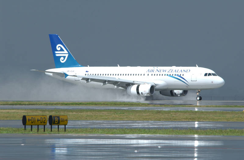 Aeroplans - Air New Zealand – which operates 12 A320s on short-haul international routes – has ordered 14 of these aircraft to replace its current domestic fleet of Boeing 737-300s (3 November 2009) © Airbus S.A.S. 2009