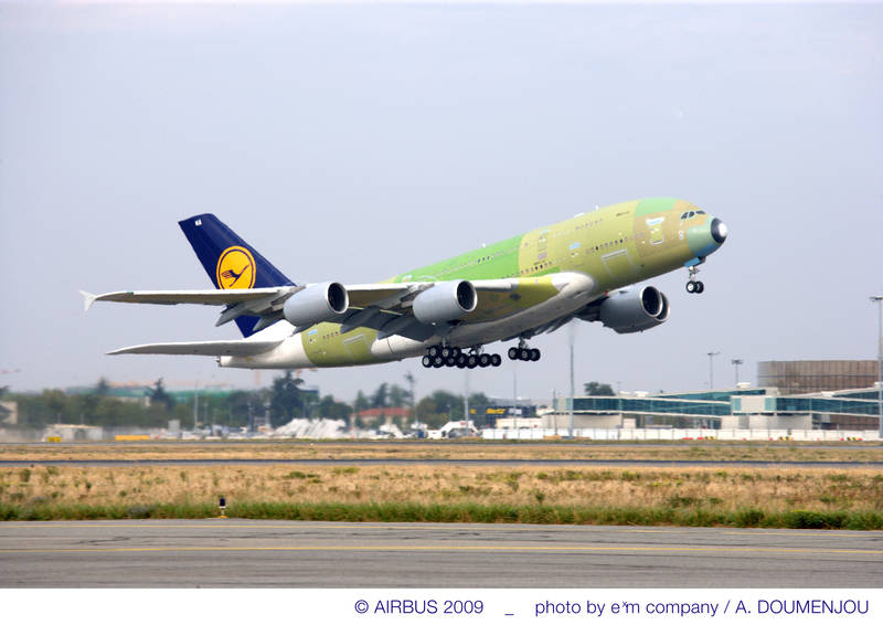 Aeroplans - The first A380 for Lufthansa made its maiden flight on 6 October from Toulouse, France, completing a four hour evaluation under the command of test pilot Wolfgang Absmeier (8 October 2009) © Airbus S.A.S. 2009 - Photo by exm company / A. Doumenjou