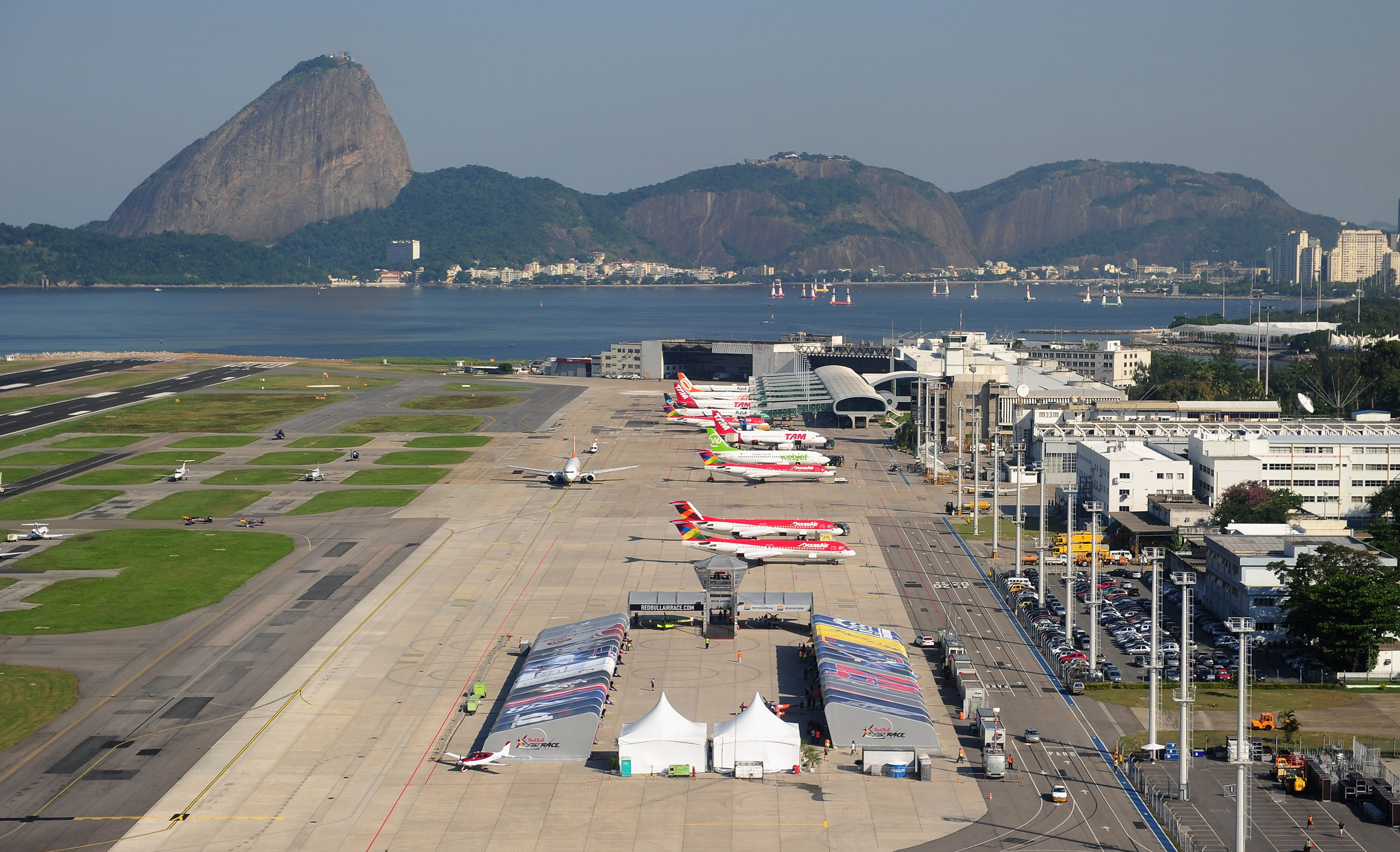 Aeroplans - A general view of the  Santos Dumont Race Airport on May 5, 2010 in Rio de Janeiro, Brazil ©  Mike Hewitt / Getty Images for Red Bull Air Race