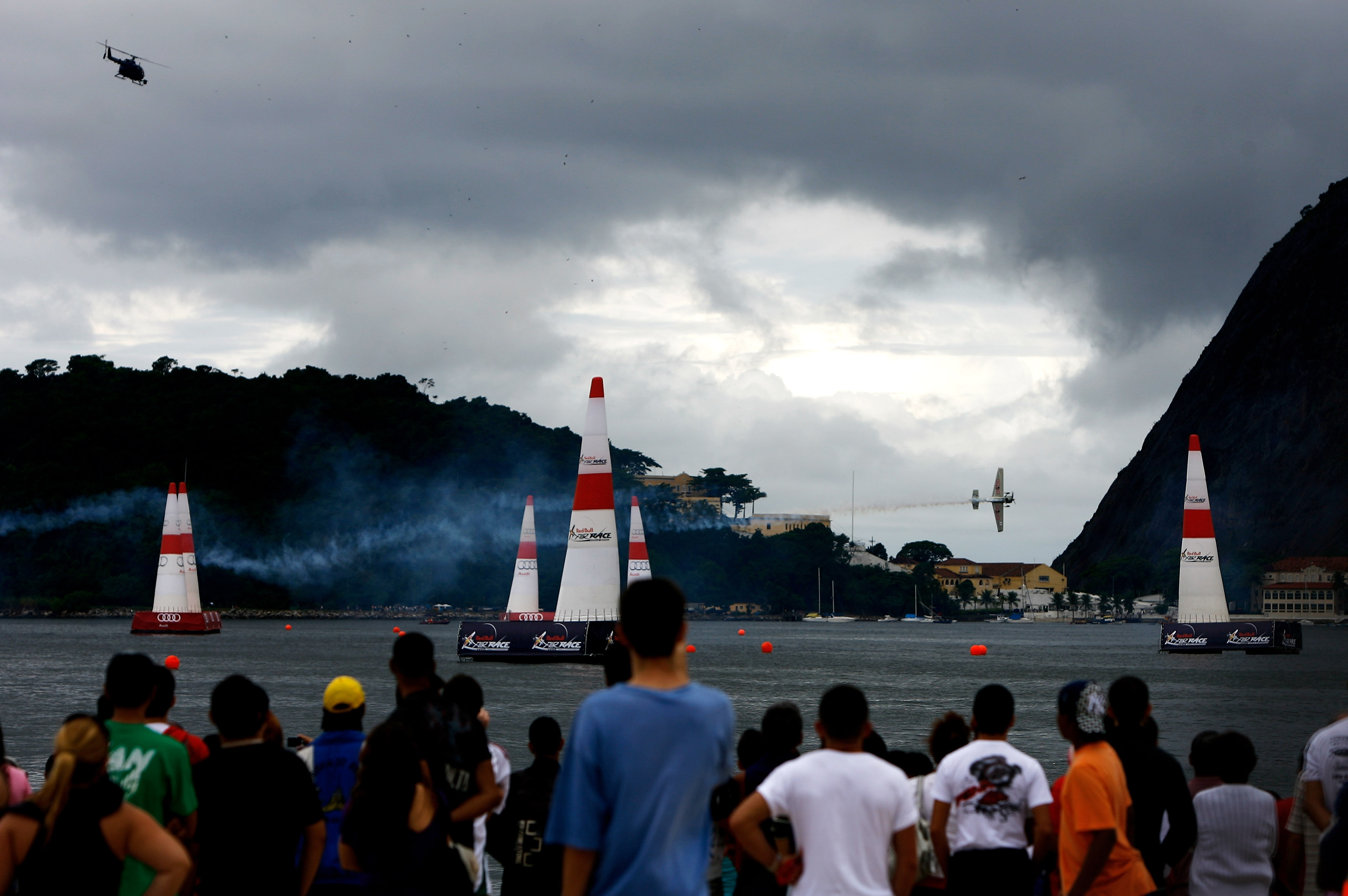Aeroplans - Yoshihide Muroya le jour de la course by Dean  Mouhtaropoulos / Getty Images for Red Bull Air Race